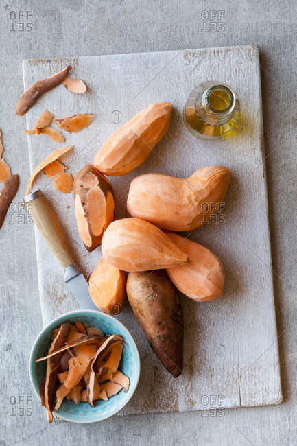Peeling raw sweet potatoes