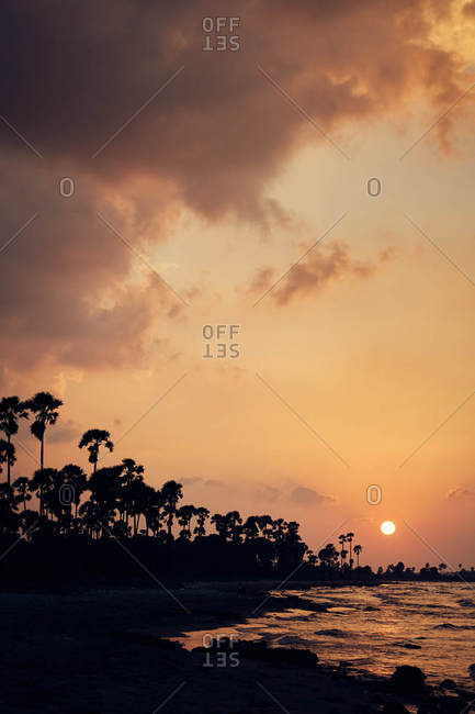 Sun glowing over shore in Sri Lanka