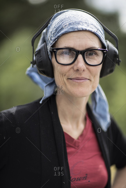 Portrait of smiling woman wearing headphones
