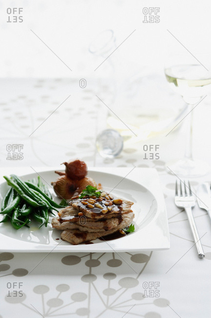 Plate of meat with green beans