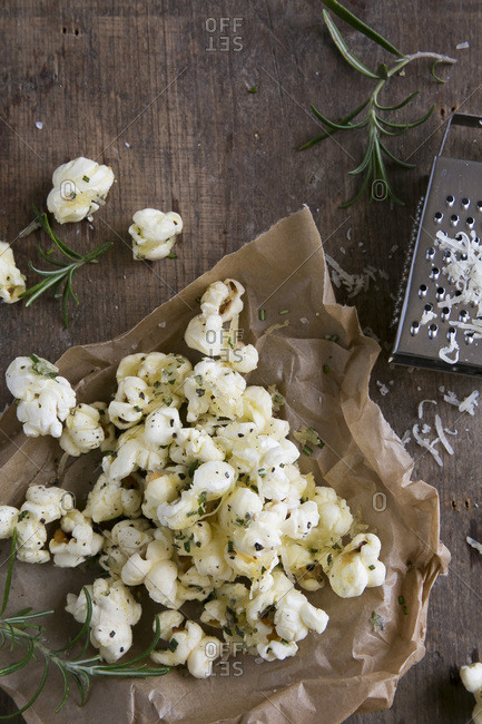 Savory popcorn with herbs and melted cheese