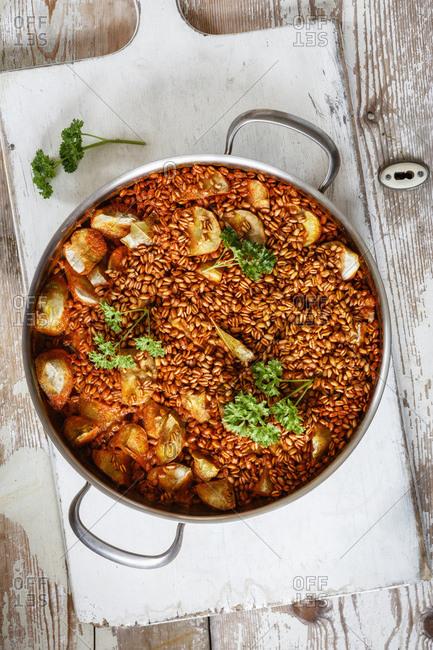 Jerusalem artichoke with cooked spelt