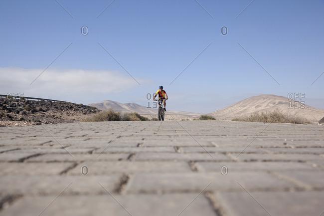 Spain- Canary Islands- Fuerteventura- senior man on mountain bike