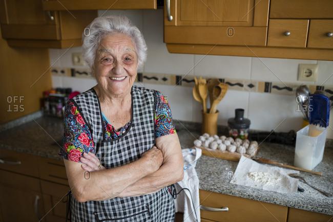 Portrait of happy senior woman in the kitchen