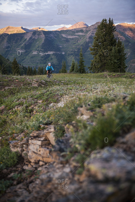 Woman on bike trail 403, West Elk Mountains, Crested Butte, Colorado, USA