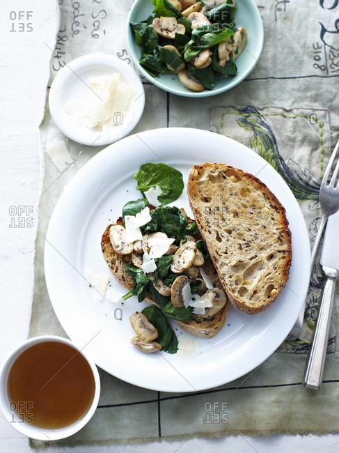 Mushroom and spinach sourdough
