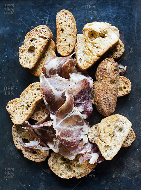 Garlic crouton with prosciutto