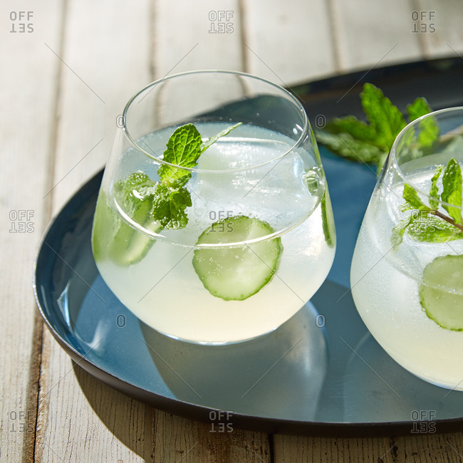 Cocktails with cucumbers and mint