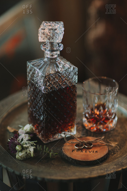 Still-life, wedding, table, whisky, wedding rings, symbol, nervousness, strain,