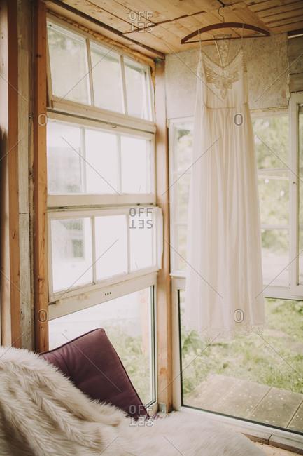 Alternative wedding, garden shed, wedding dress