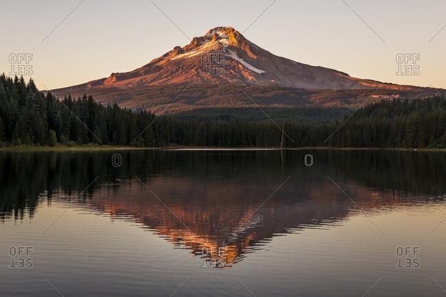Views of Mount hood at Trillium Lake in Oregon at sunset