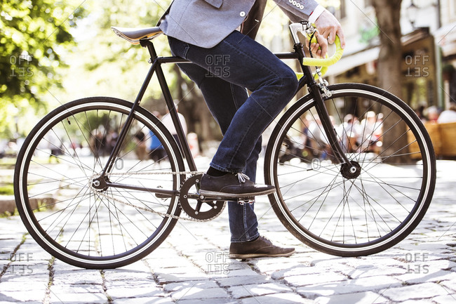 Unrecognizable businessman with bicycle in the city