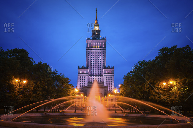 Poland- Warsaw- Palace of Culture and Science at night and fountain in Swietokrzyski Park