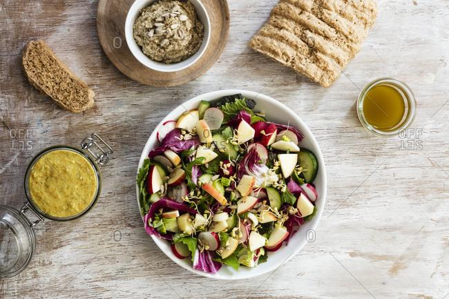 Mixed salad- bread and dip