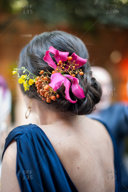Bridesmaid with fresh flowers in her hair