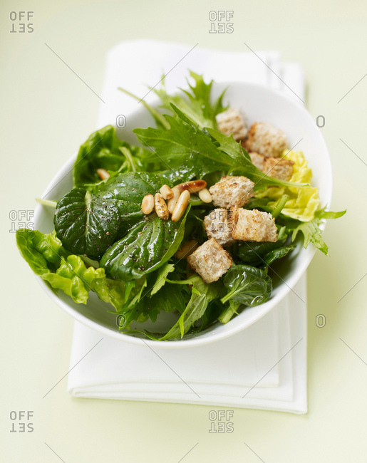 Green salad with croutons - Offset