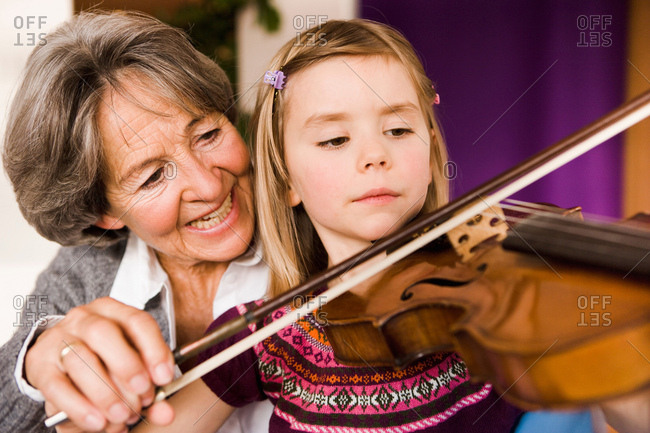Grandma teaching grandchild music - Offset