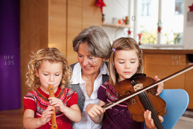 grandma teaching grandchildren music