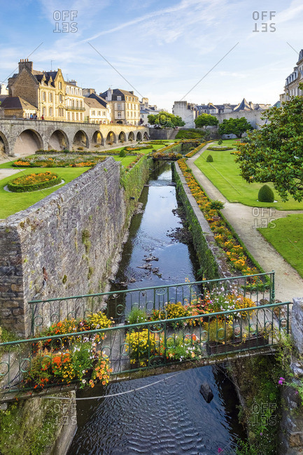 France, Brittany (Bretagne), Morbihan department, Vannes. The Marle River runs through the Jardins des Remparts gardens in front of Chateau de l'Hermine