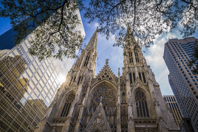 USA, New York, New York City, Mid-Town Manhattan, St. Patricks Cathedral, exterior