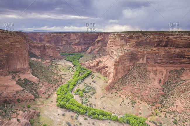 The sandstone canyon walls and cottonwood trees from Spider Rock overlook in Canyon De Chelly.