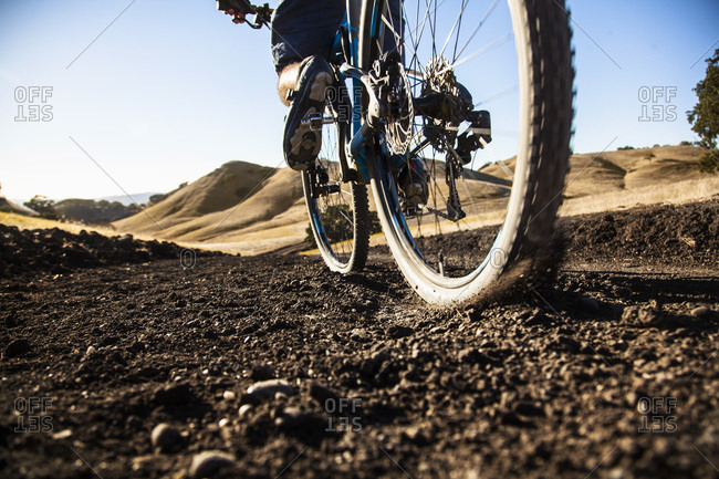 Cropped surface view of young man mountain biking on dirt track, Mount Diablo, Bay Area, California, USA