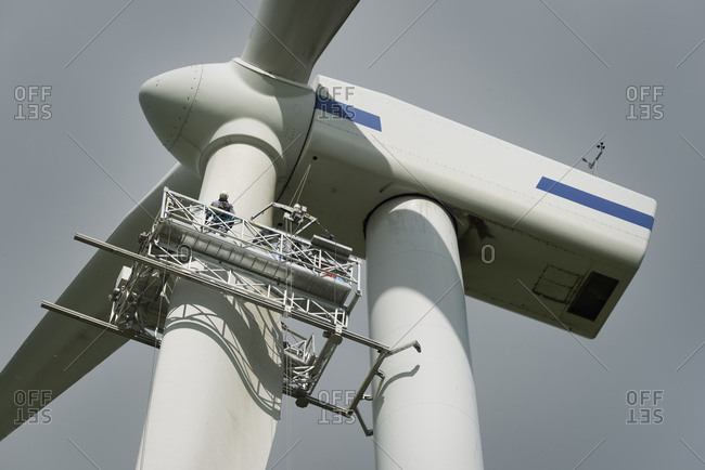 Maintenance work on the blades of a wind turbine