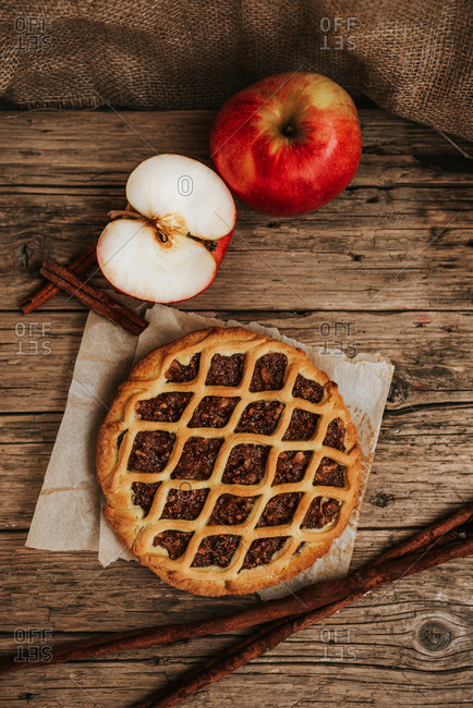 Apple and hazelnut pie, surrounded by apple and cinnamon