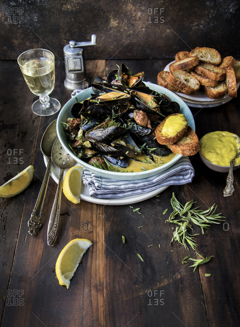 Mussel stew with fresh lemon