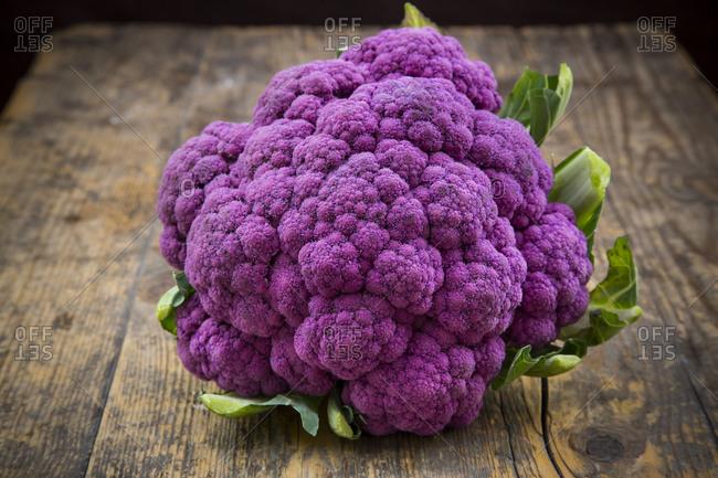 Purple cauliflower on wood