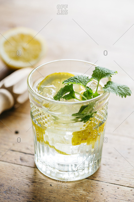 Fresh and frizzy lemon drink with mint, with natural light