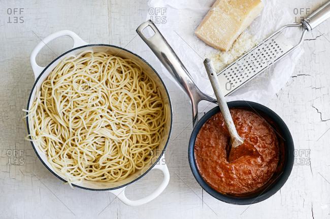 Spaghetti, sauce and parmesan