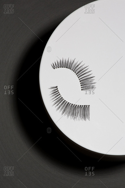 Eyelashes in circular object