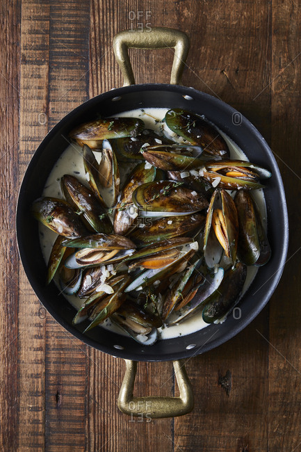 Mussels in a pan on wood