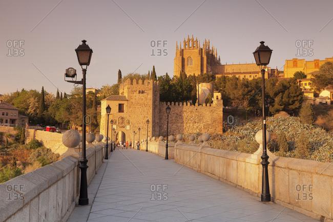 Puente de San Martin Bridge, San Juan des los Reyes Monastery, Toledo, Castilla-La Mancha, Spain, Europe
