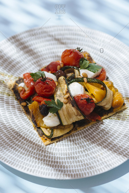 Pizzetta with grilled vegetables and fresh mozzarella cheese