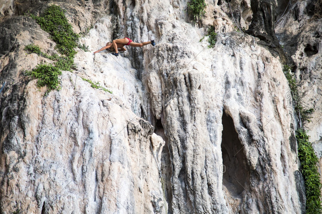 January 29, 2016: Russian Free-climber Showing The Flexibility While Down Climbing In Krabi, Thailand