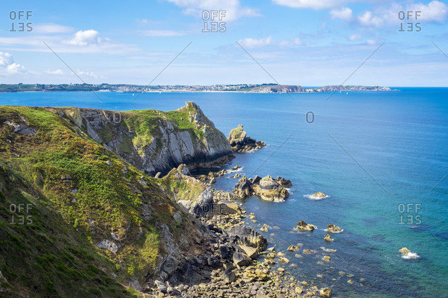 Beautiful scenery of coastline, Presquile de Crozon, Armorica Regional Natural Park, Roscanvel, Finistere, Brittany, France