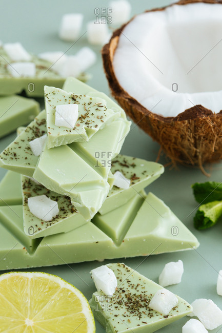 Lime chocolate triangles with coconut and mint