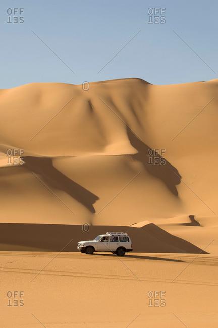 May 14, 2007: SUV on sand dunes, Erg Awbari, Sahara desert, Fezzan, Libya