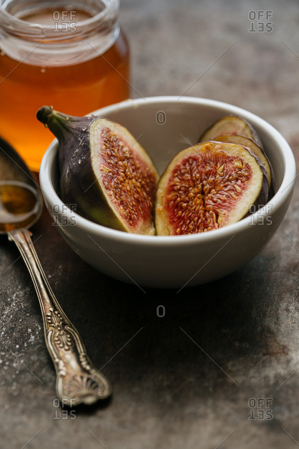 Figs in a bowl with honey