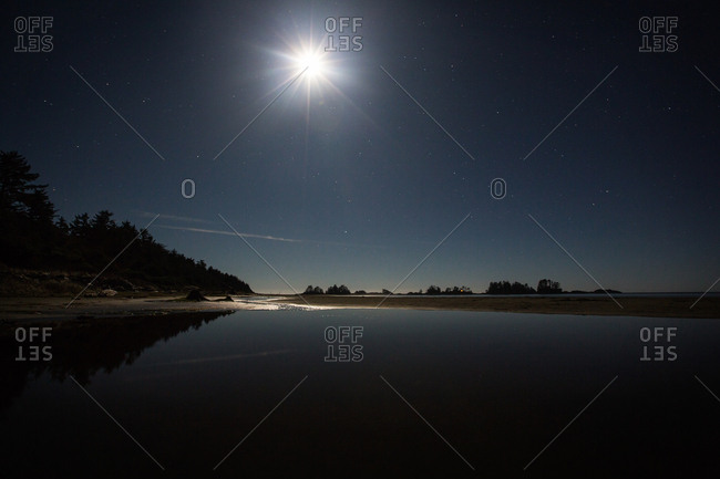 Bright moonlight over water - Offset