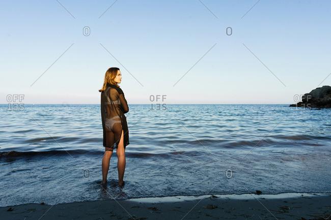 Girl posing on background of ocean