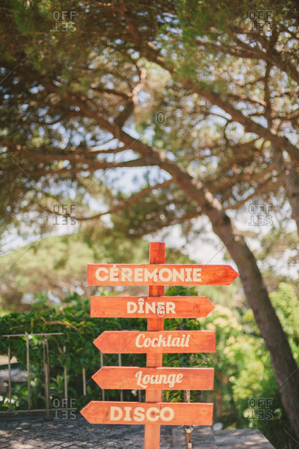 Wooden directional wedding sign