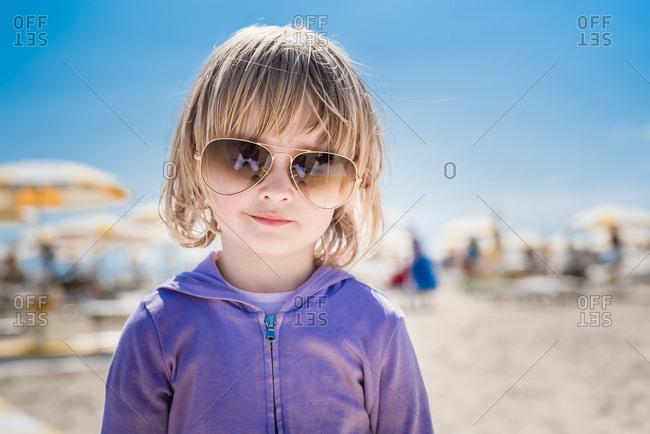 Girl wears sunglasses at the beach