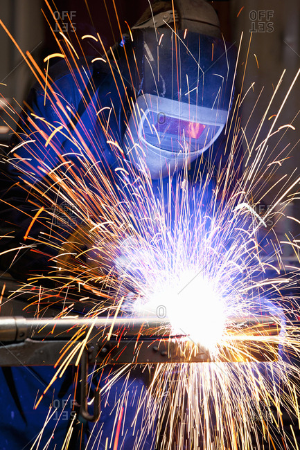 Welder using welding saw