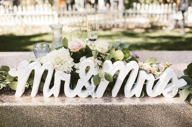 Head table mr and mrs sign