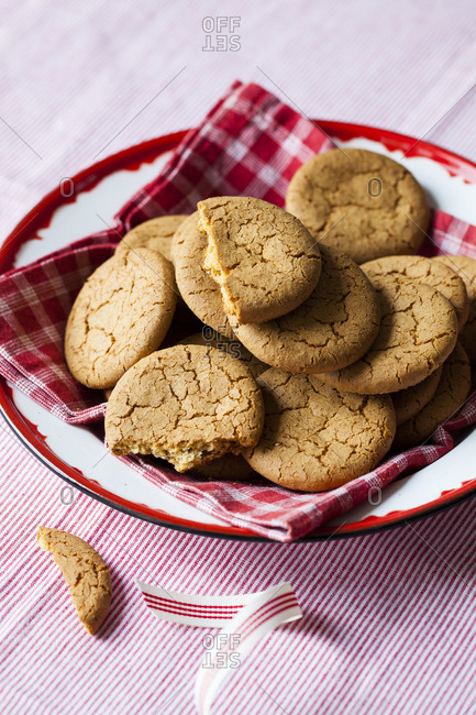 A bowl of cookies