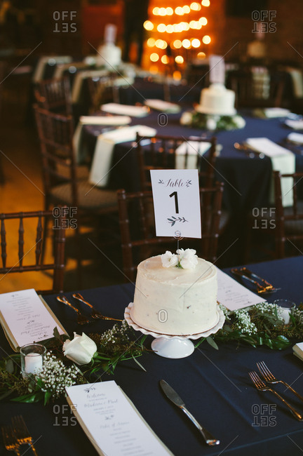 Cake in center of wedding table