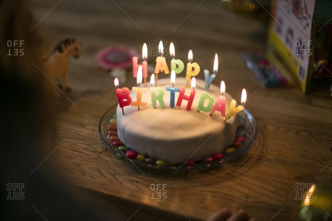 Little girl\'s birthday cake